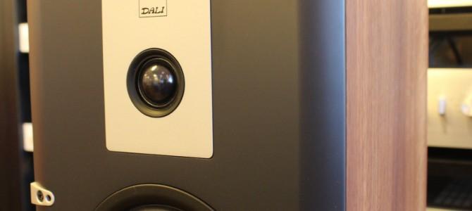 DALIの大型スピーカー、LEKTOR 8の展示デモ品が入荷いたしました。