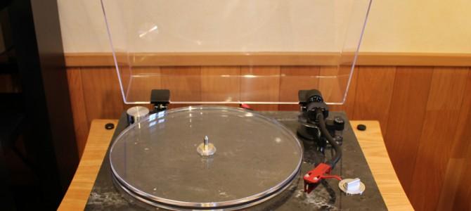 大理石とアクリルの組み合わせが美しいTEAC TN-570を展示しました。