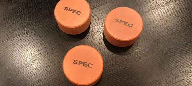 SPECのカエデ製インシュレーターの簡単レビューです。