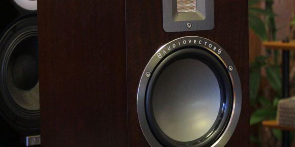 AUDIOVECTOR製品の取り扱いと、QR1店頭展示のご案内です。
